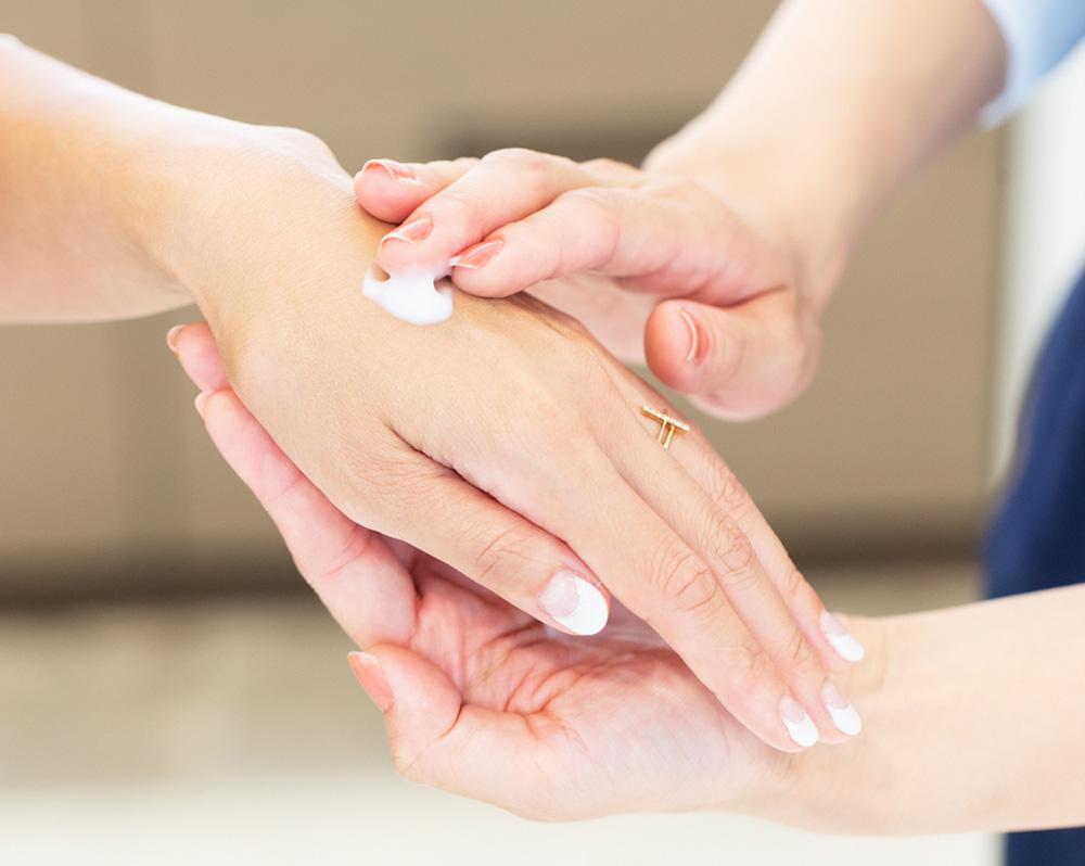 試してみることで、肌にどう浸透していくか、しっとり具合などの好みを判断できます。