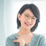 アナウンサー・小島奈津子さんと選ぶ、普段使いの「大人のメガネ」